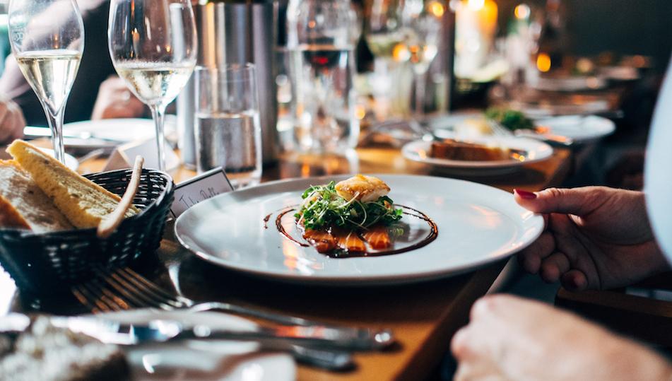 1b-restaurant-eten-Unsplash-nw-juist